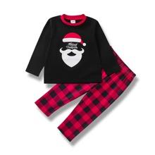 T-Shirt mit Weihnachten Muster und Hose mit Karo Muster