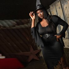 Einfarbiges Halloween Kostuem Kleid mit Chevron Saum Guertel & Hut