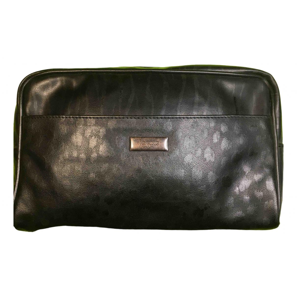 Versace \N Clutch in  Schwarz Leder