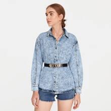 Denim Jacke mit Knopfen vorn und sehr tief angesetzter Schulterpartie ohne Guertel