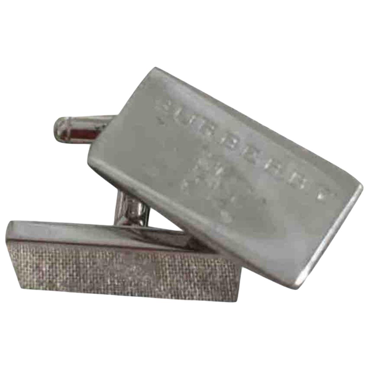 Burberry \N Manschettenknopfe in  Silber Versilbert