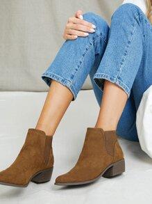 Chelsea Stiefel mit spitzer Zehenpartie