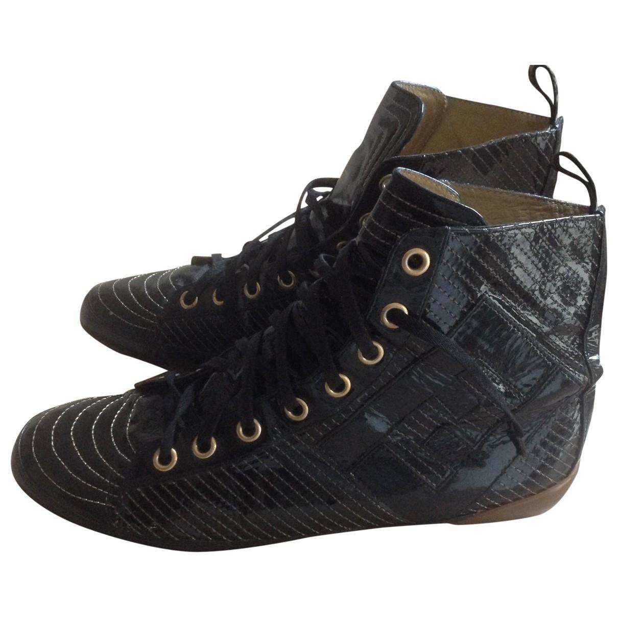 Fendi \N Sneakers in  Schwarz Lackleder