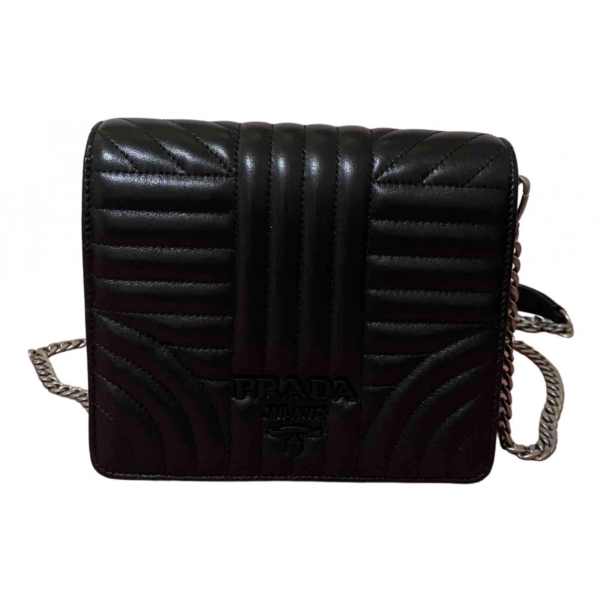 Prada Diagramme Handtasche in  Schwarz Leder