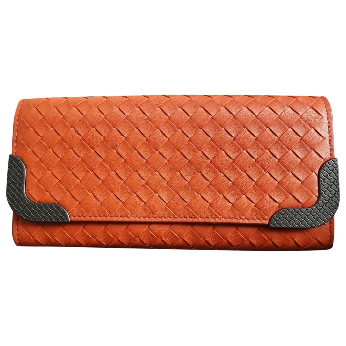 Bottega Veneta Intrecciato Portemonnaie in  Orange Leder