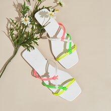 Sandalen mit Farbblock und dickem Riemen