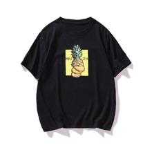 Camiseta con estampado de piña y letra
