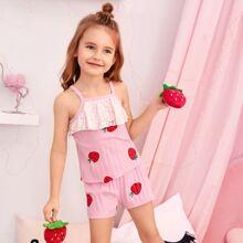 Kleinkind Maedchen PJ Set mit Spitzen und Erdbeere Muster