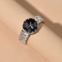 Ring mit Uhr Design