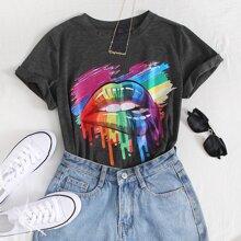 Camiseta con estamapdo de pincelada y labio