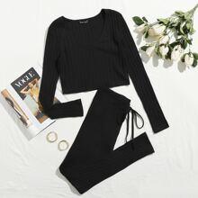 Conjunto top corto tejido de canale escote V con leggings con nudo delantero