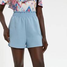Einfarbige Shorts mit Papiertasche um die Taille