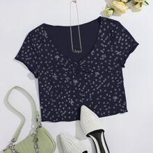 T-Shirt mit Gaensebluemchen Muster, gekraeuseltem Saum und Rueschen
