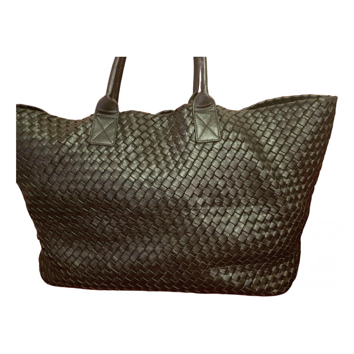 Bottega Veneta Cabat Handtasche in  Schwarz Leder