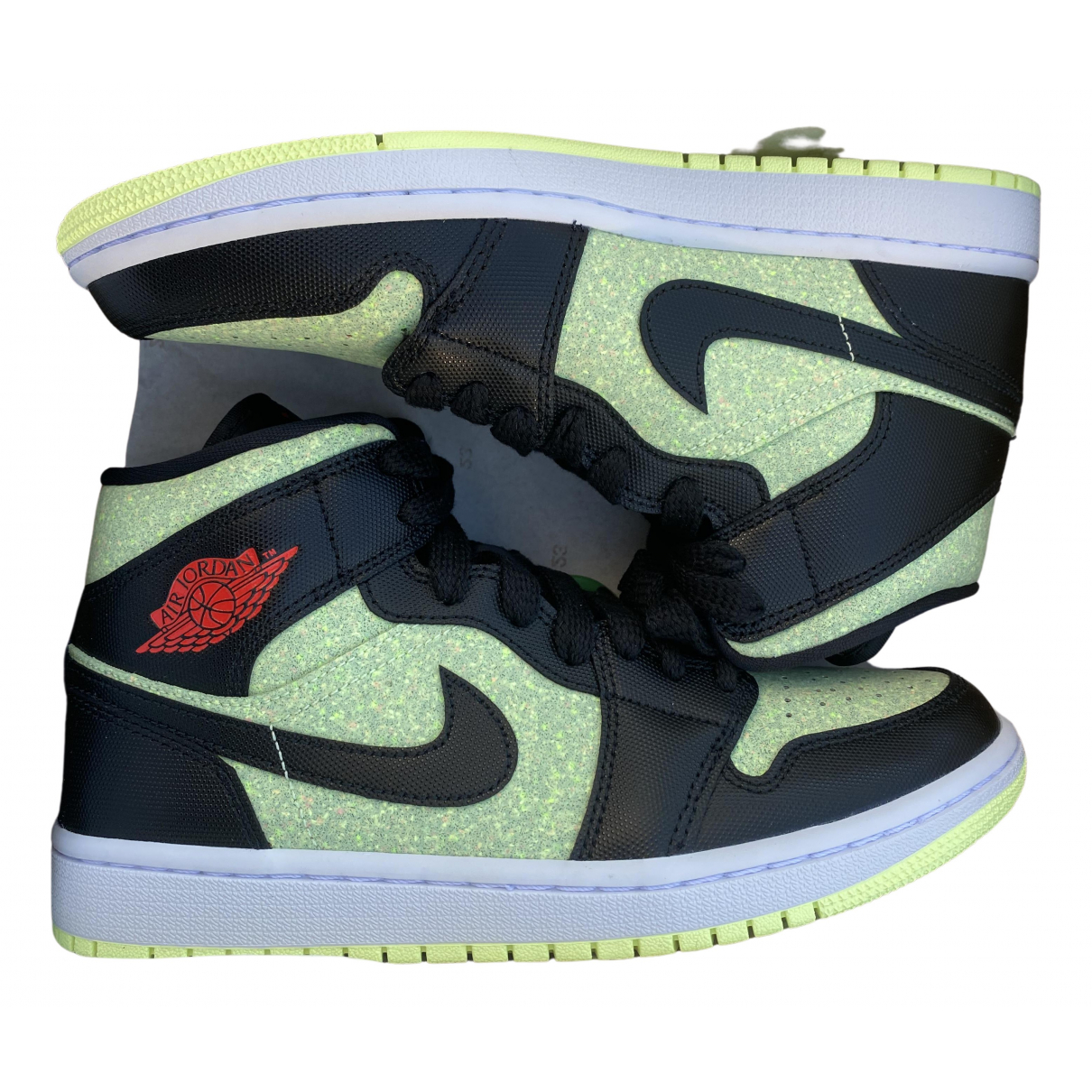Jordan Air Jordan 1  Sneakers in  Gruen Kunststoff