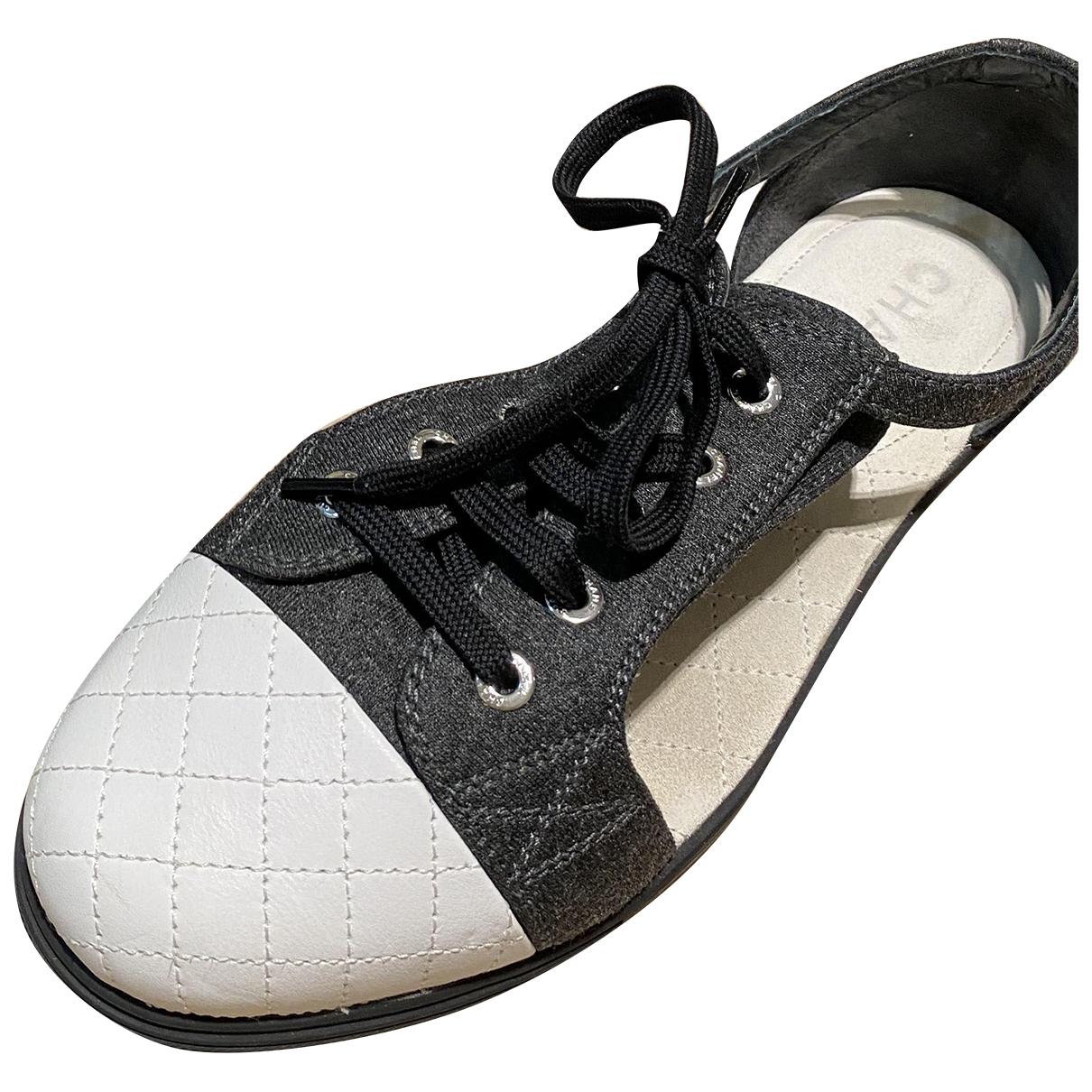 Chanel \N Sneakers in  Grau Leinen