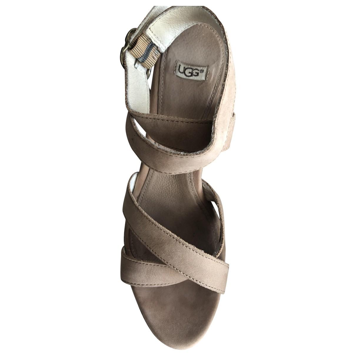 Ugg \N Sandalen in  Beige Leder
