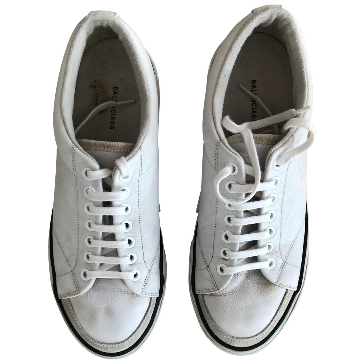 Balenciaga \N Sneakers in  Ecru Leder