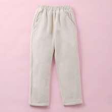 Einfarbige Hose mit schraegen Taschen und geradem Beinschnitt