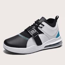 Maenner zweifarbige Sneakers mit Schnalle