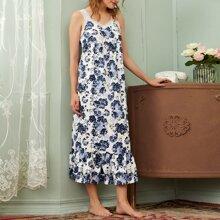 Nachtkleid mit Spitze, Riemen, Rueschenbesatz und Blumen Muster