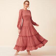 Mehrschichtiges Kleid mit Rueschenbesatz und Geo Muster