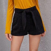 Einfarbige Cord Shorts mit Guertel und breitem Beinschnitt