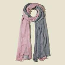 Zweifarbiger Schal mit ungesaeumtem Saum