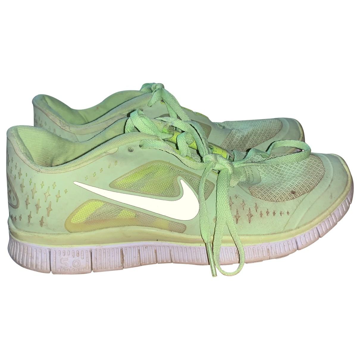 Nike Free Run Sneakers in  Gruen Kautschuk