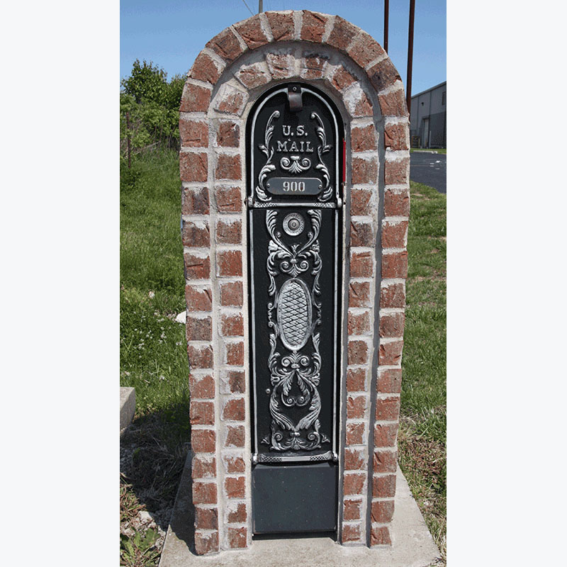 MailKeeper Locking Mailbox with Classic Design Front - Silver