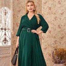Kleid mit Reverskragen, Falten und Guertel