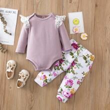 Body mit Spitzen & Hose mit Blumen Muster
