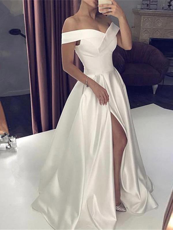 Robe de mariee princesse blanche soyeuse a epaules denudees