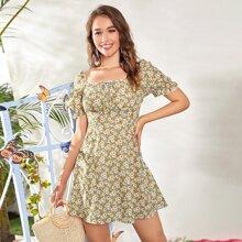 Kleid mit Knoten vorn, Bluemchen Muster und Raffung