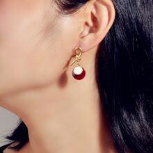 Ohrringe mit Knoten Design und rundem Dekor