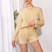 Pullover mit sehr tief angesetzter Schulterpartie & Shorts Set mit Band auf Taille