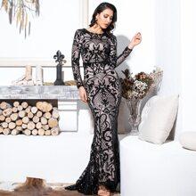 Kleid mit Pailletten und Netzstoff