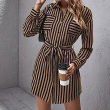 Hemdkleid mit Taschen Flicken, Guertel und Streifen