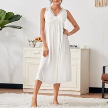 Nachtkleid mit Kontrast Spitze und Ausschnitt hinten
