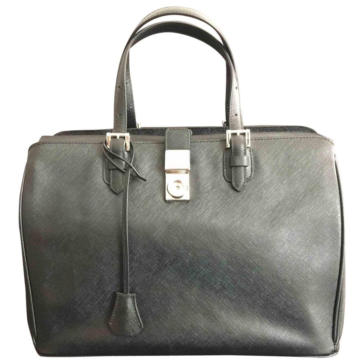 Giorgio Armani \N Handtasche in  Schwarz Leder