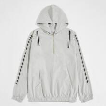 Sports Jacke mit Streifen, Band, Reissverschlussleiste und Kapuze