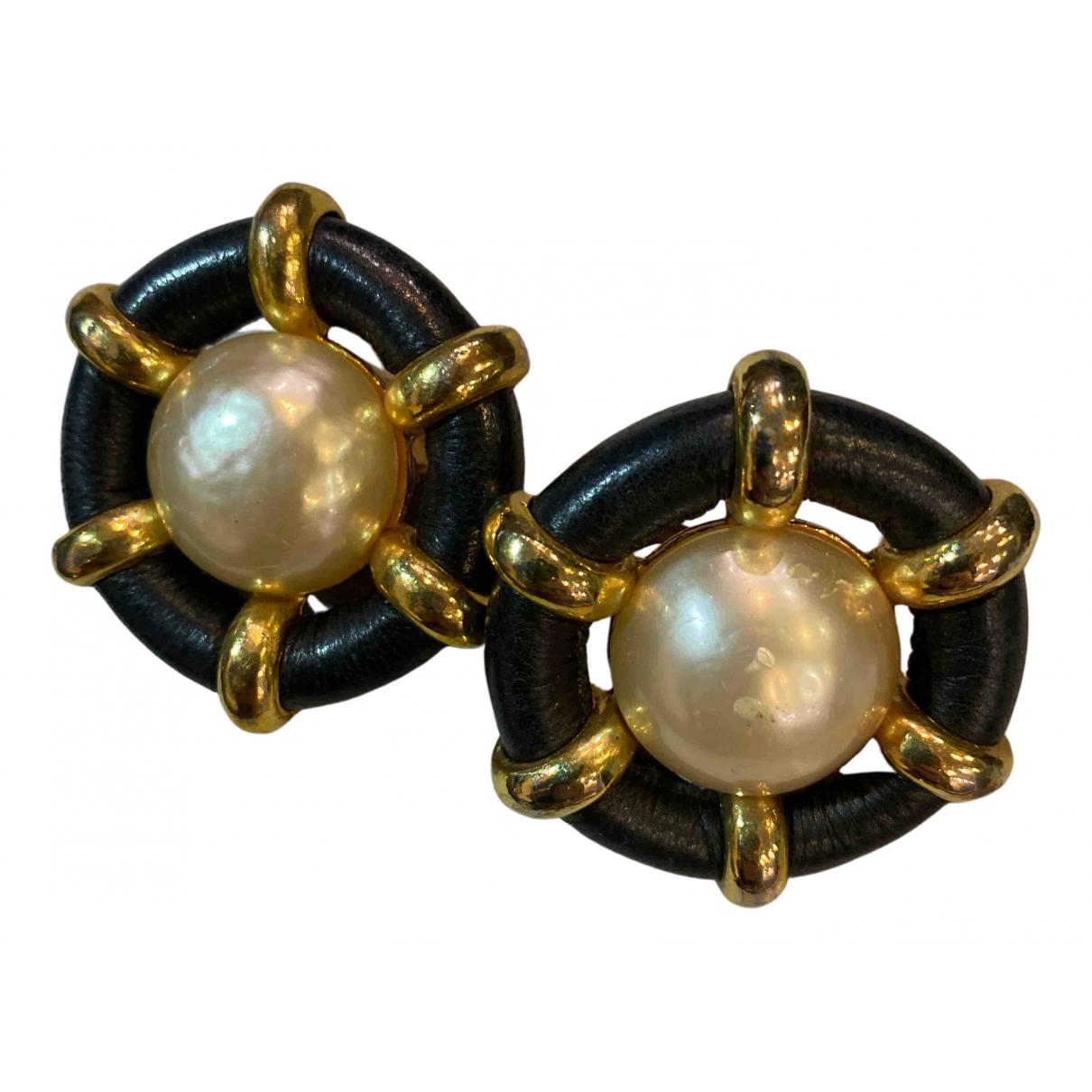Chanel - Boucles doreilles   pour femme en metal - blanc