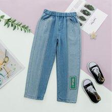 Jeans mit Buchstaben Flicken und schraegen Taschen