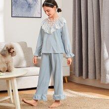 Schlafanzug Set mit Stickereien, Netzstoff und Rueschen