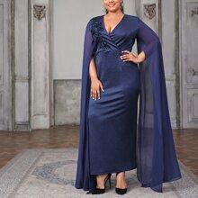 Kleid mit Umhangaermeln und Kontrast Pailletten