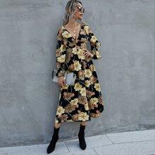 Kleid mit Blumen Muster und tiefem Kragen