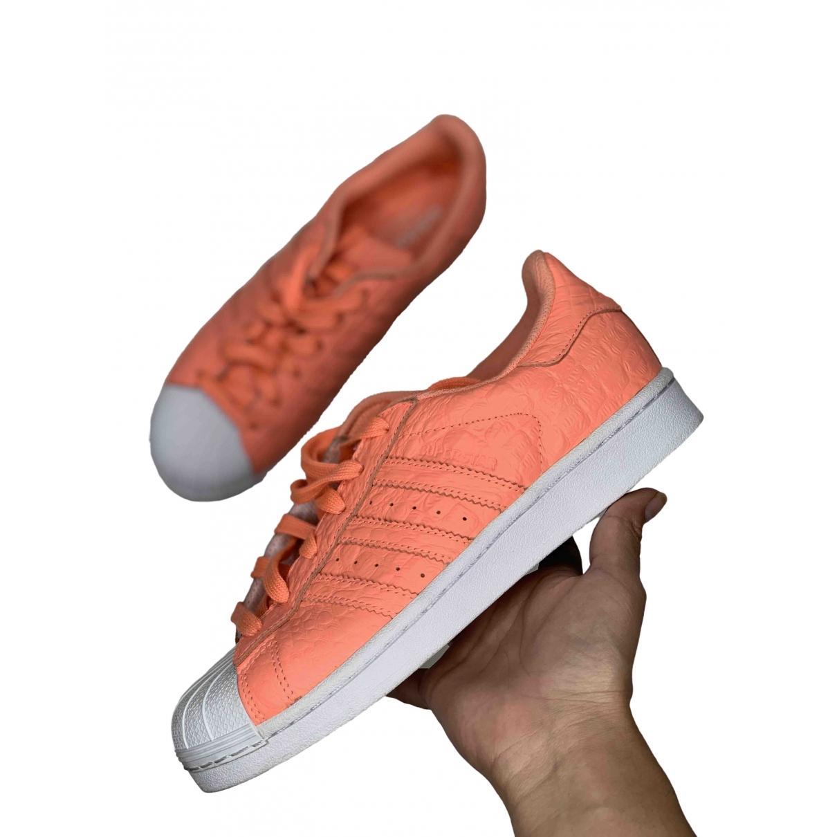 Adidas Superstar Sneakers in  Orange Leder
