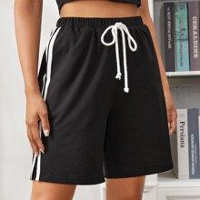 Shorts deportivos con cinta de rayas en contraste