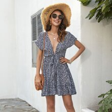 Kleid mit tiefem Kragen, Bluemchen Muster und Band vorn