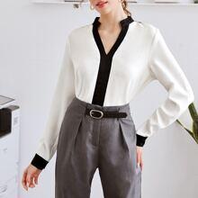 Bluse mit eingekerbtem Kragen und Kontrast Bindung